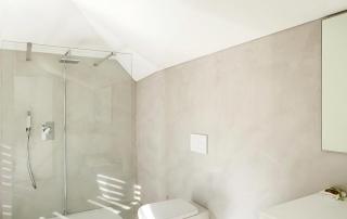 Cement Afwerking Badkamer : Cemcolori wand: betonlook douche en wand afwerking